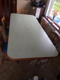 Medium Oak Kitchen Table & Chairs (6)