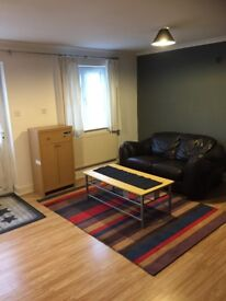 Available a large studio to rent in Hayes