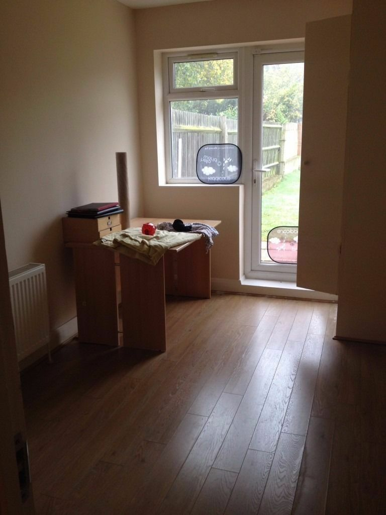 x 2 small size single room in the same house 120 pw/ 110 pw