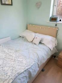 Large single / 3/4 Double bed