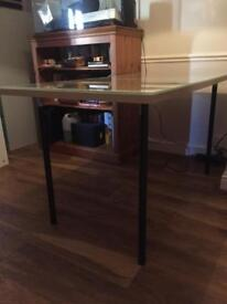 Table / desk