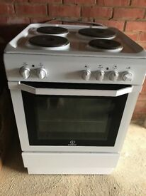 Indesit I6EVAW freestanding 60cm electric cooker