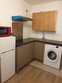 Studio Double bed room Off Langley Road SL3 INCL Kitchen, Ensuite, BILLS