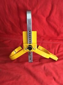 Stronghold standard wheel clamp comes with 2 keys collection only