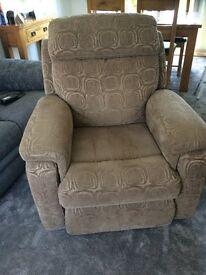 Newbury RiserRecliner Chair