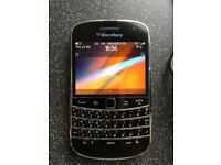 Blackberry bold 9900 with case new battery and charger