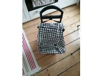 Shopping bag on wheels, black/white