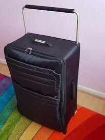 IT Luggage World's Lightest Large Wheel Suitcase