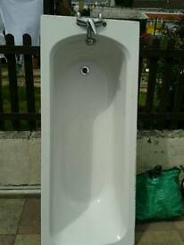 ***FOR SALE*** Bathtub with real chrome taps and fitted side panel
