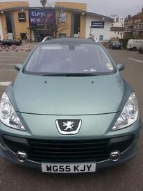 Low mileage Peugeot 307 sw.leather seats
