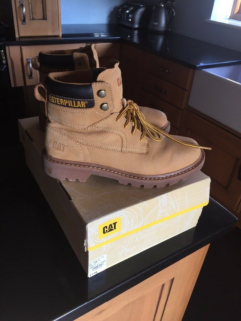 Caterpillar size 7 Bridgeport ankle work boots beige