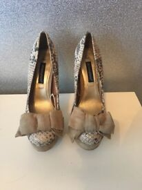 Ladies high heel shoes size 4