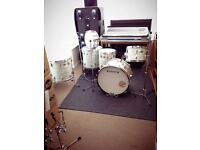 Ludwig Superclassic. 1971. Timewarp/Museum grade. PLUS additional 14&18 floor toms.