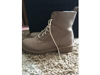 Beige ankle boots size 40