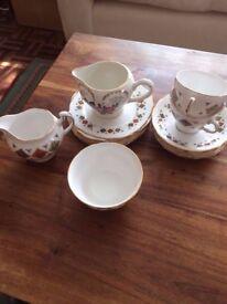 COLCLOUGH TEA SET. PART TEA SET. 13 PIECES.