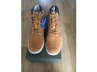 Timberland Groveton unisex boots. Size 4 juniors .New in box