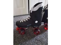 Quad roller boot with safety helmet and triple pad set