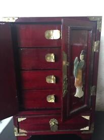 Chinese lacquered jewellery box