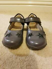 Clarks girls grey shoes with stars, flashing lights size 6.5
