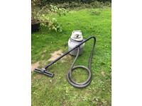 Aquavac Wet & Dry Hoover 1000W