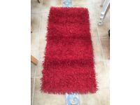 Red rug strand