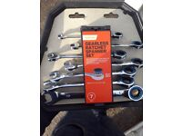 Gearless ratched spanner set