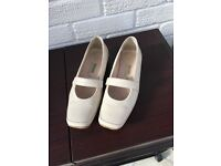 Real Leather (worn once) Cream shoes size 6 (39)