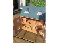 Dolls House with Furniture £25 ovno