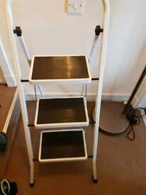 Three step ladder metal