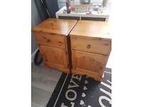 2 oak bedside cabnits £30