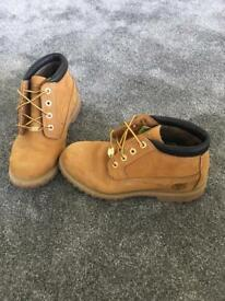 Ladies Timber Nellie Chukka Size 5