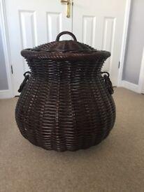 Wicker linen basket