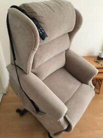 CAN DELIVER- ELECTRIC RISE AND RECLINE RECLINING ARMCHAIR CHAIR IN EXCELLENT CONDITION