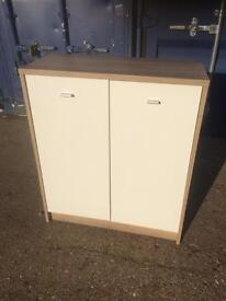 Oak cupboard with white doors