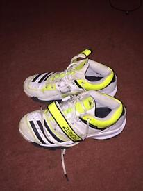 Adidas 22yds bowling cricket spikes size9/10