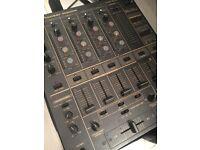 3 x CDJ 1000mk3 / Pioneer DJM600 Mixer / 2 x Mackie R5
