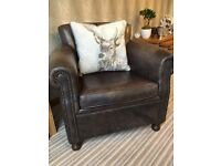 VINTAGE LEATHER CHAIR - CLASSIC STYLE