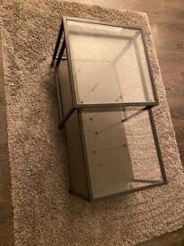 Coffee table nest in black and glass top finish