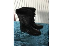 Waterproof lined snow boots new size 7 ladies