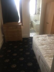 AN ENSUITE ROOM TO LET ON MORTLAKE ROAD ILFORD