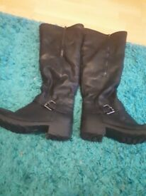Kneehigh boots