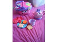 Leap frog picnic basket with accessories and tea pot