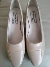 Ladies wide fit shoes