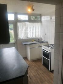 3 bed house in RM12 part dss welcome