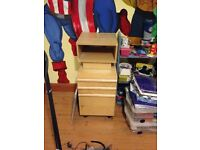 Filing cabinet with 2 draws + side table