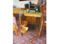Vintage Singer sewing machine 15K 80 - 1930's - with table/cabinet and extras