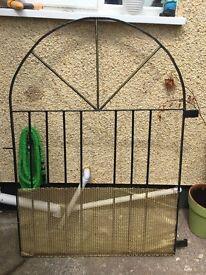 Metal solid gate