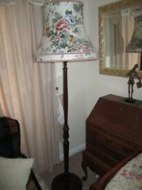 VINTAGE SOLID MAHOGANY NICELY TURNED STANDARD LAMP with shade in excellent condition.