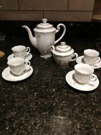 White, mini tea/coffee set