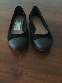 Ladies black suede Clarks court shoes size 5